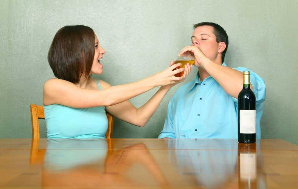 Муж пьет - виновата жена?